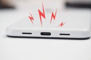 Android 10 следит за состоянием USB-порта