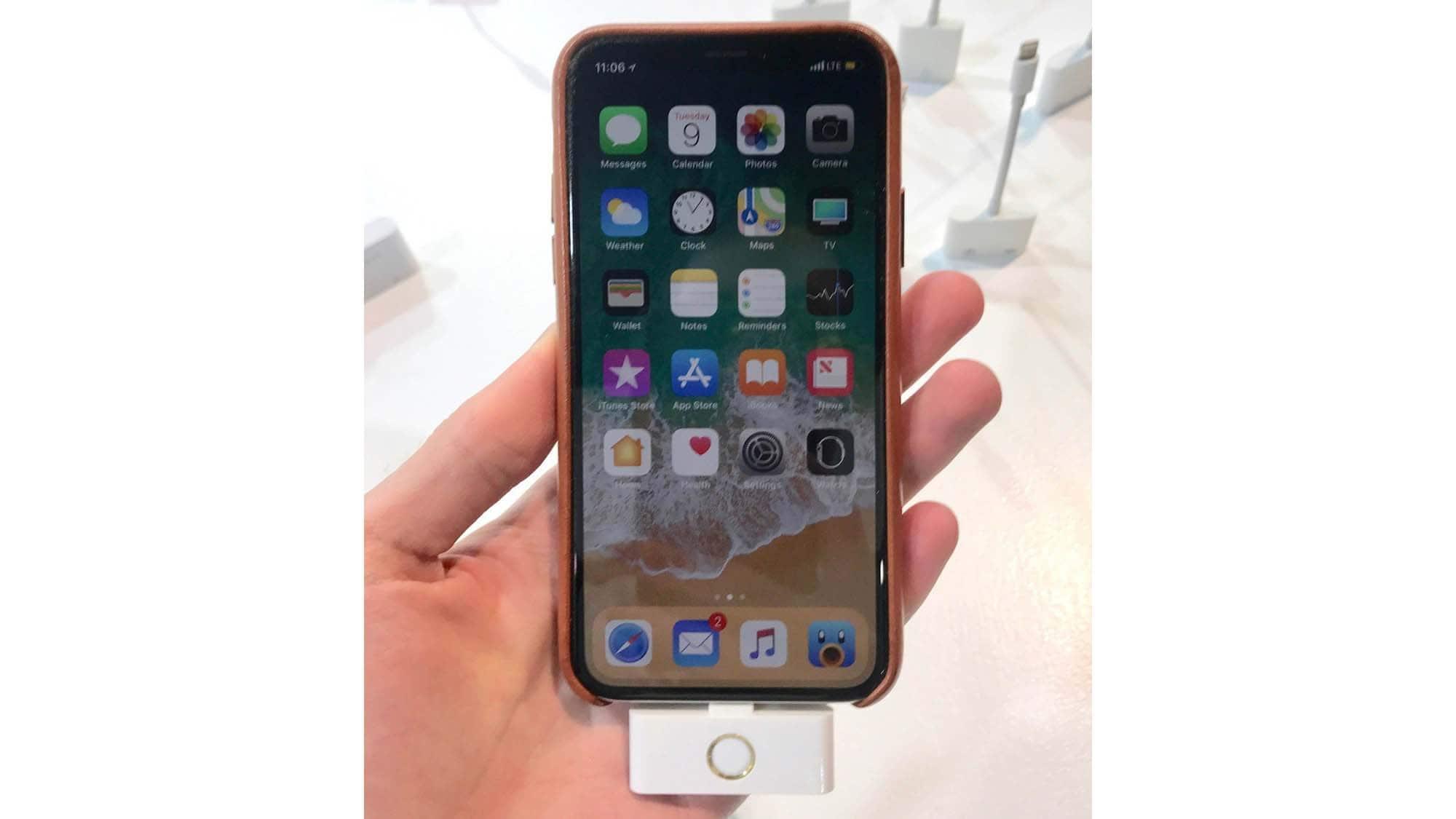 Новый гаджет позволит вернуть кнопку «Домой» на iPhone X