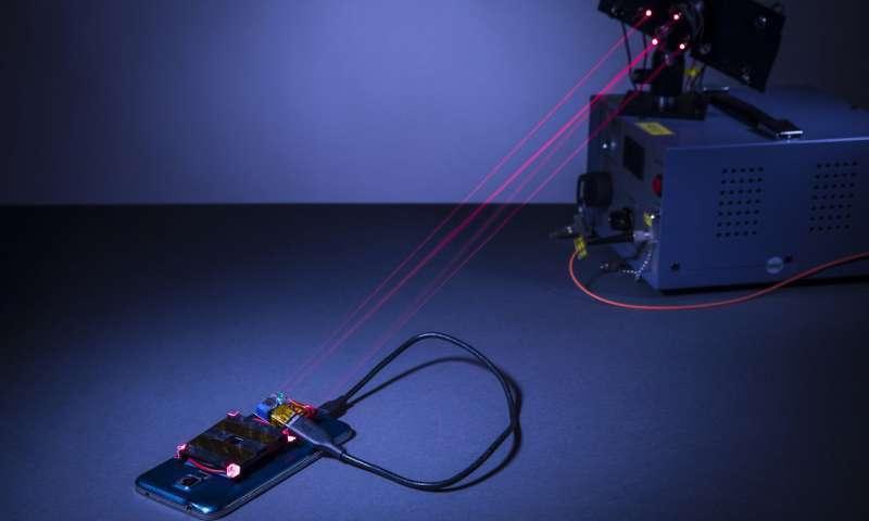 Смартфон можно будет заряжать при помощи лазера
