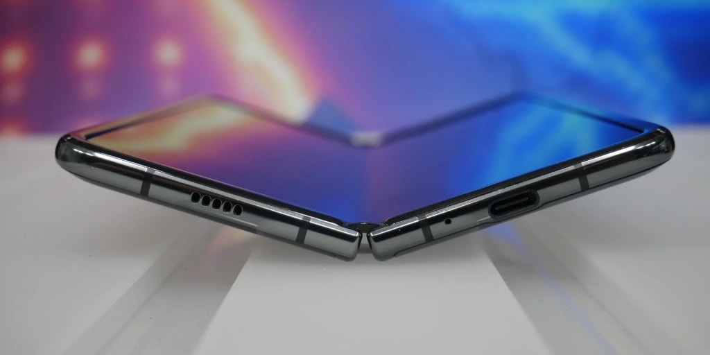 Samsung introduced the second generation of Galaxy Z Fold 2 folding smartphone